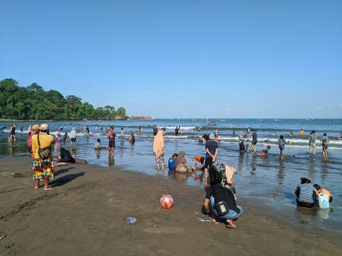 Liburan Idul Adha 2020,  Wisatawan Padati Pantai Pangandaran