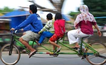 Asyiknya Naek Sepeda Gandeng Khas Pangandaran