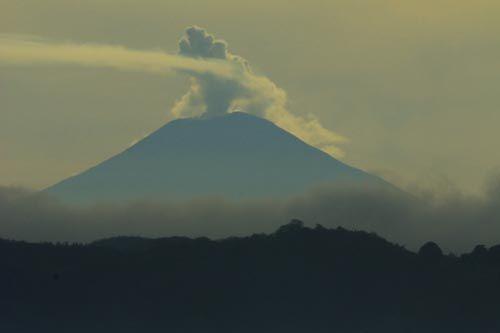 Gunung Slamet Berselimut Kabut Terlihat Dari Pangandaran