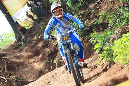 Kusmawati Yazid Harumkan Pangandaran Lewat Prestasi Balap Sepeda
