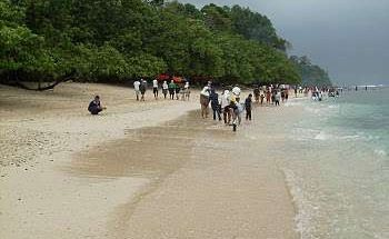 Asyiknya Long Weekend di Pantai Pangandaran, Jawa Barat