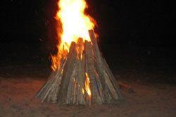 Romantisme Api Unggun di Pangandaran yang Tak Terungkap