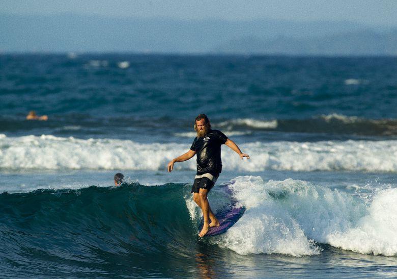 Serunya Surfing di Pantai Batu Karas, Pantai Kuta`nya Jawa Barat