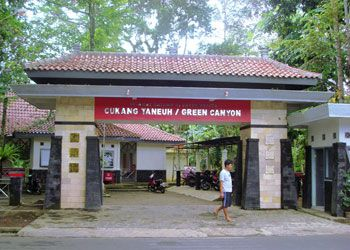 Tips Liburan Ke Green Canyon