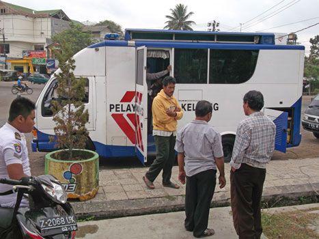 Mobil Layanan SIM Keliling Diserbu Warga Pangandaran