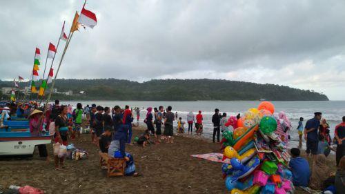 2 Pekan Paska Lebaran, Pangandaran Masih Dipadati Wisatawan