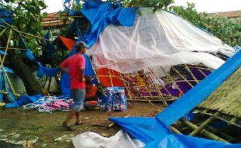 500 Warung di Pantai Pangandaran Porak Poranda Akibat Puting Beliung