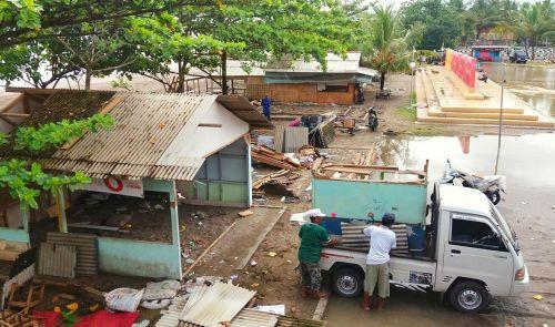 Akan Di Bangun RTH, Pedagang Pantai Di Relokasi