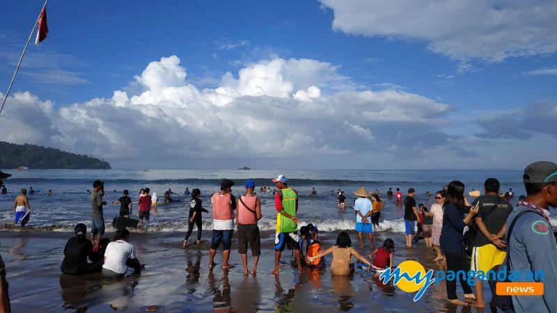 Akhir Pekan Jelang Ramadan 1440 H, Pantai Pangandaran Dipadati Wisatawan