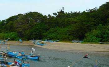 Akibat Cuaca Ekstrim, Nelayan Garut Mengungsi ke Pangandaran