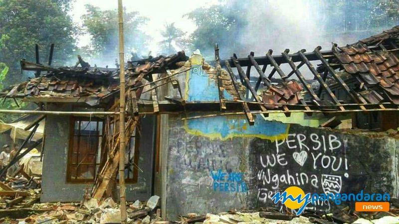 Akibat Konsleting Listrik, Rumah Warga Padaherang Hangus Dilalap Api Kerugian Ditaksir Capai 100 Juta.