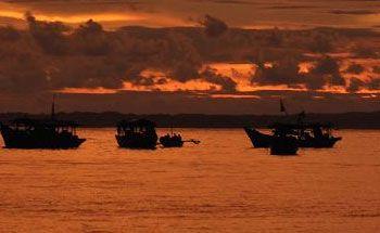 Angin, Puluhan Perahu dari Cilacap Berlindung di Pangandaran