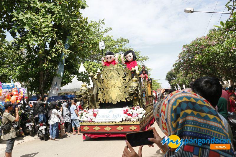Antusias Warga Ikuti Karnaval Budaya Milangkala Kabupaten Pangandaran Yang ke -7