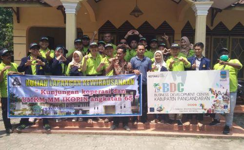 Belajar Kewirausahaan, Mahasiswa IKOPIN Sambangi BDC Pangandaran