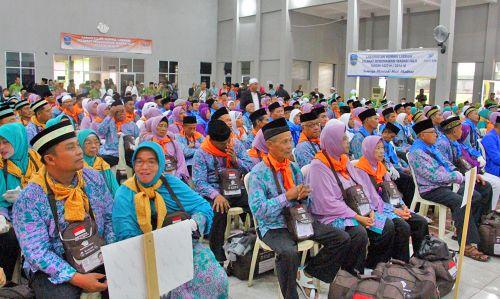 Bupati Lepas 376 Jemaah Calon Haji Pangandaran