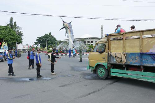 Cegah Penyebaran Virus Corona di Pangandaran, Kendaraan dari Luar Kota Disemprot Disinfektan