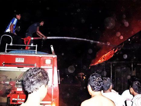 Enam Puluh Kios Terbakar di Pasar Wisata Pangandaran