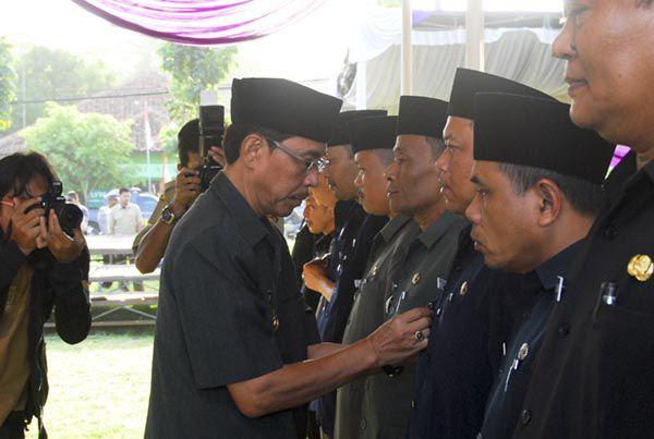 Endjang Lantik 90 Pejabat Struktutal Pangandaran