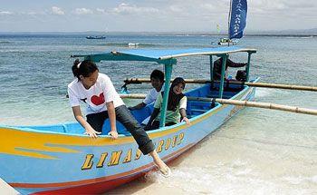 Fikri Terseret Ombak Pangandaran, Diselamatakan Awak Perahu Pesiar