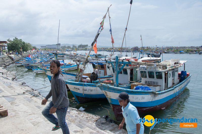 FOTO: Jumat Kliwon Nelayan Pangandaran Libur Melaut