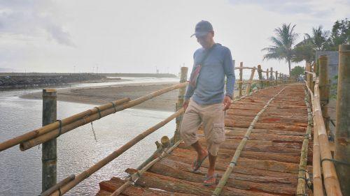 Foto: Jembatan Bambu Penguhubung Desa Pangandaran dan Desa Babakan
