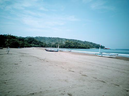 FOTO: Pasca Penutupan Sementara Objek Wisata Pantai Pangandaran Sepi Pengunjung