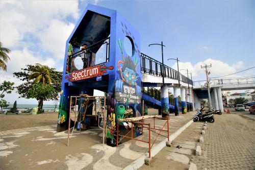 FOTO: Warna-warni Mural di Skywalk Pangandaran