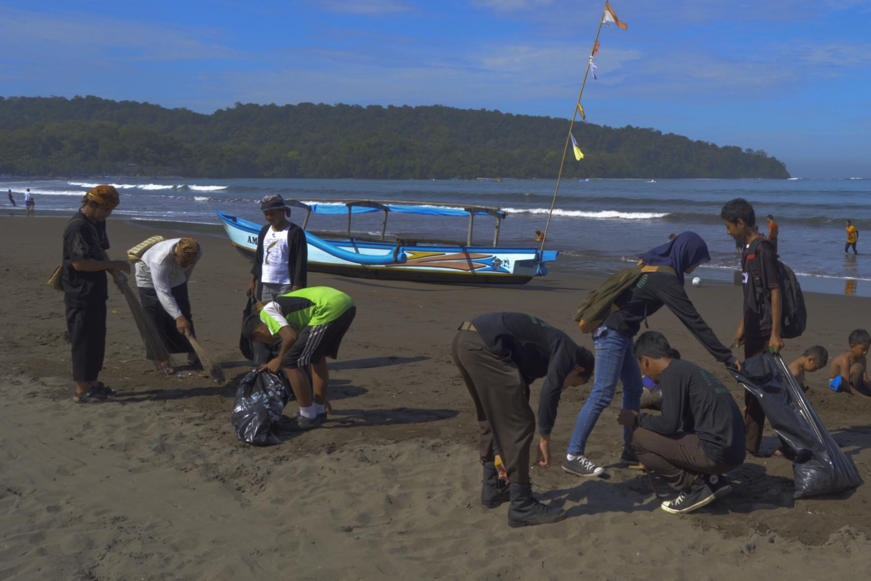 Gerakan Bersih Pantai Di Giatkan Lagi