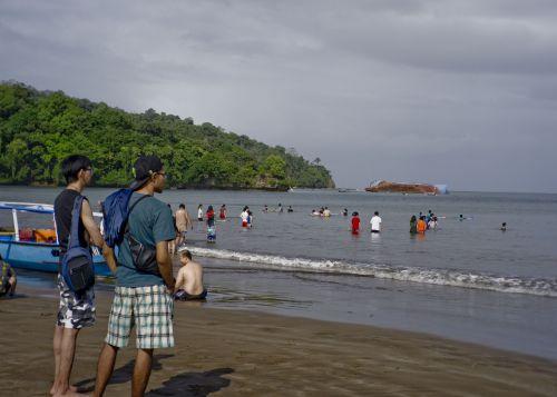 H-4 Lebaran, Pantai Pangandaran Ramai Oleh Pengunjung
