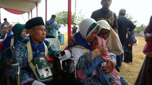 Haru Menyeruak Saat Pelepasan Jemaah Calon Haji Asal Pangandaran