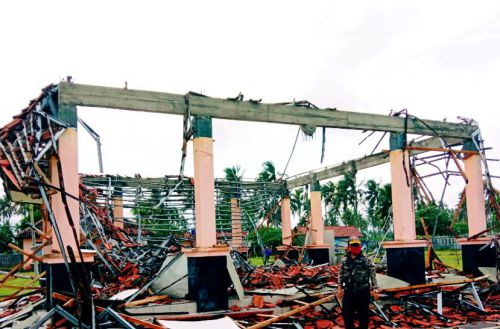Hujan Dan Angin Robohkan Bangunan Lokabina Pangandaran
