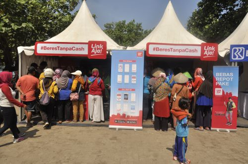 HUT Kementrian BUMN Bagi-bagi Sembako dan Kenalkan Aplikasi Link Aja