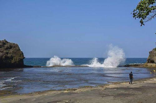 Indahnya Pantai Sebrotan Madasari Pangandaran