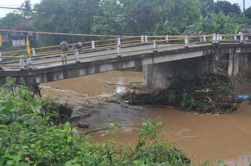 Ini Foto-Foto Jembatan Putrapinggan yang Ambles di Pangandaran