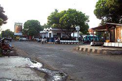 Jalan Depan Pasar Pangandaran Rusak Parah