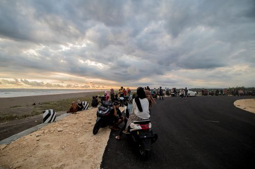 Jalan Lintas Pesisir Pangandaran Jadi Spot Berburu Sunset