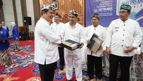 Kab Pangandaran dan 5 Kepala Daerah se Priangan Timur Tandatangani MOU One Stop Preanger Tourism