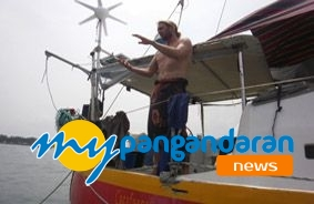 Kapal AS Berlindung di Laut Pangandaran