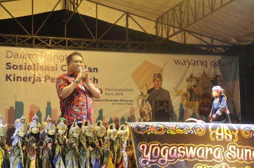 Kominfo Gelar Acara Nonton Bareng Wayang Golek di Pangandaran