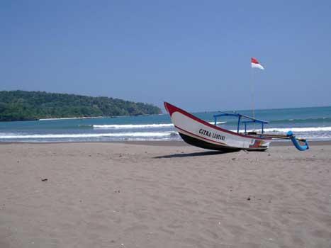 Objek Wisata Pantai Pangandaran Aman dan Terekendali