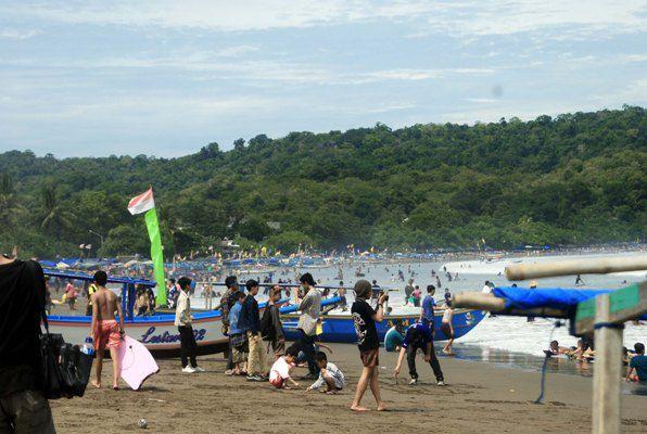 Libur Peringatan Hari Waisak Objek Wisata di Pangandaran Dipadati Wisatawan