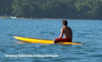 Lifeguard Terus Bertugas, Wisatawan Pangandaran Nyaman
