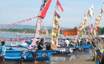 Lomba Perahu Hias Meriahkan Syukuran Nelayan