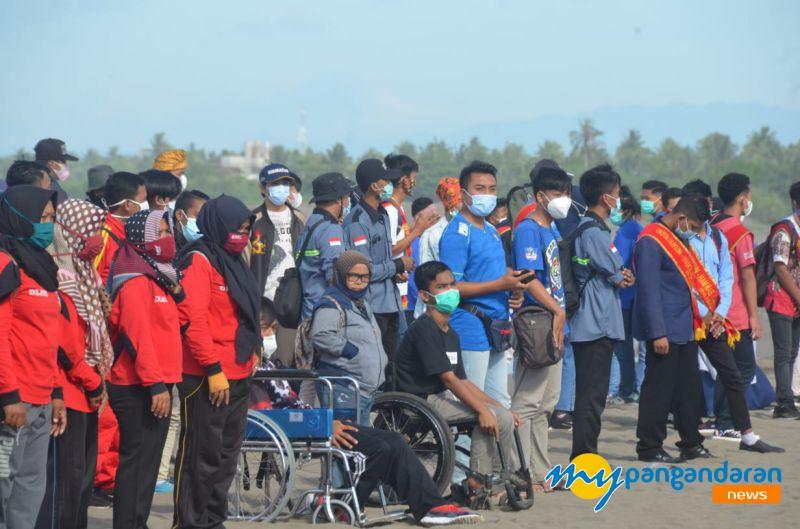 Mahasiswa Fisip Unigal Bersama Masyarakat  Pangandaran Gelar Beach Clean Up