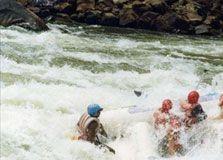 Memacu Adrenalin dengan Boby Rafting di Green Canyon