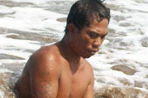 Mencari Harta Karun di Pesisir Pantai