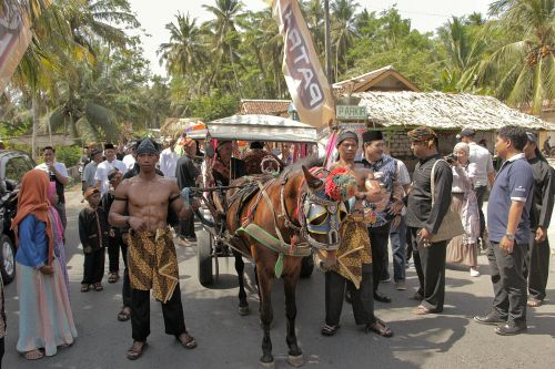 Meriah, Ribuan Warga Pangandaran Saksikan Batu Hiu Culture Festival