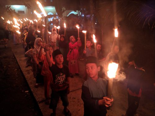 Meriah, Warga Pangandaran Sambut Tahun Baru Islam 1441 H dengan Pawai Obor