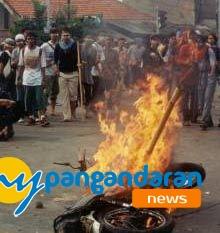 Motor Milik Pencuri dibakar di Cimerak