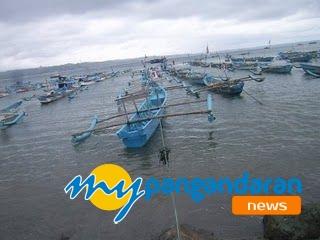 Nelayan Pangandaran Keluhkan Sampah